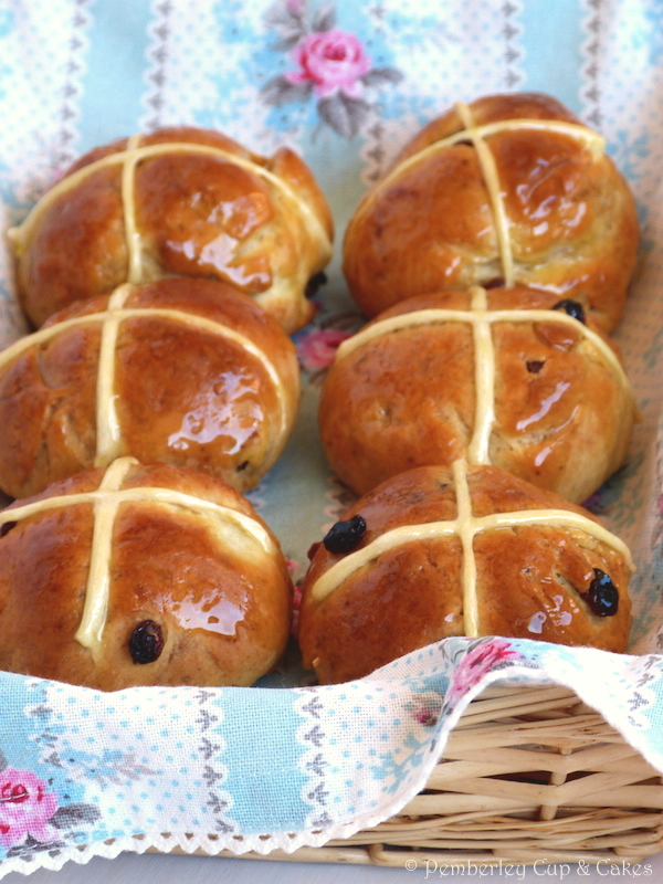 Hot Cross Buns {Panecillos de Pascua}